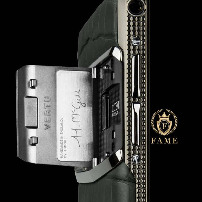 vertu-new-signature-touch-clous-de-paris-alligator-02__96987_zoom
