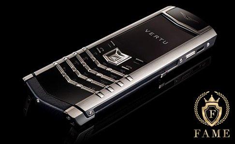 Vertu Signature S Design Platinum có giá 1,1 tỷ đồng
