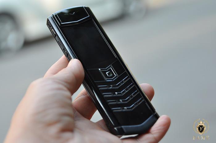 Điện thoại vertu đời cũ không có tiếng việt